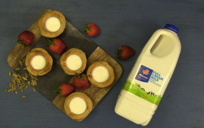 Clover cookie cups with milk