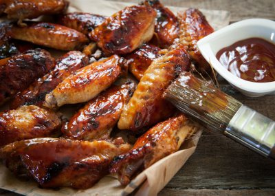 Crispy chicken wings with sweet and sticky sauce