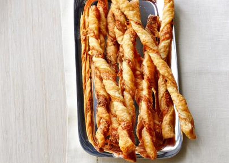 Caprese Cheese Straws with Spicy Sweet Chilli Sauce