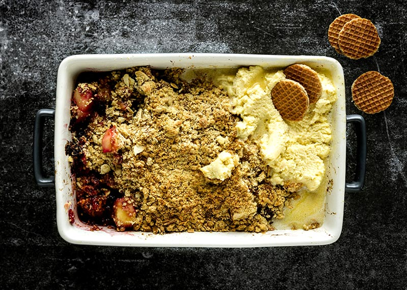 Apple, berry and hazelnut crumble
